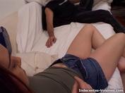 Quand la fille de Mélanie va donner à manger à son âne ! (vidéo exclusive)