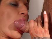 Tiffany découvre pour la premiere fois la bite d'un black bien monté !  (vidéo exclusive)