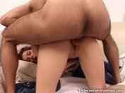 Marta enchaîne les plaisirs en trio !  (vidéo exclusive)