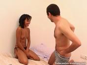 Geisha, 39ans, se fait prendre sur la balançoire du jardin !  (vidéo exclusive)