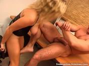 Sandra se fait sodomiser pour faire la promotion de sa ligne de lingerie !  (vidéo exclusive)