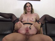 Nina, 25 ans, cherche les sensations fortes et se fait prendre en double !  (vidéo exclusive)