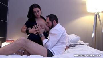 Sarah, 26ans, visite Paris en notre compagnie !  (vidéo exclusive)