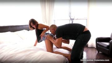 Venue visiter Paris depuis Strasbourg, on déglingue une petite secrétaire nommée Mia !  (vidéo exclusive)
