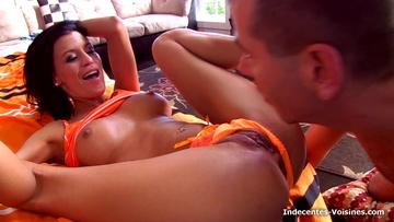 Cassie baisée dans l'espace détente du personnel d'un palace !  (vidéo exclusive)